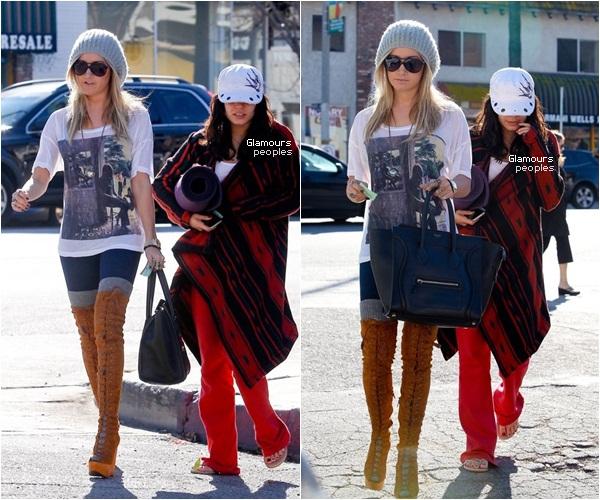 ᅠ 23 Décembre 2011 : Vanessa Hudgens déjeune avec Ashley Tisdale à Studio City ᅠ