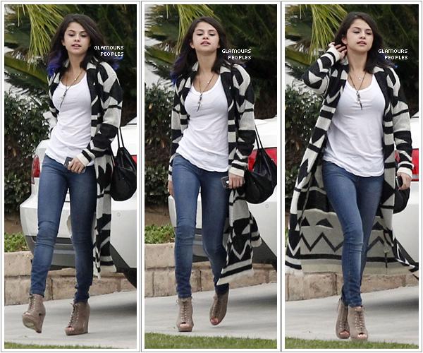 15 janvier 2012 selena gomez quittant la maison d 39 un ami avec sa cousi - Maison de selena gomez ...