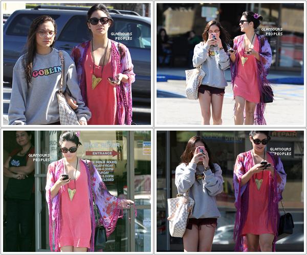 ᅠ 24 Février 2012 : Vanessa et Stella Hudgens quittent un salon de manucure à Studio City ᅠ