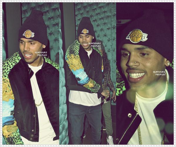 ᅠ 07 Mai 2012 : Chris Brown quittant l'AV Nightclub avec des ami(e)s à Hollywood  ᅠ