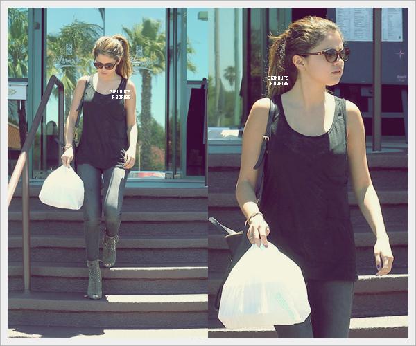ᅠ 07 Juillet 2012 : Selena Gomez et son petit ami Justin Bieber sont allaient acheter des sushis à Encino en Californie ᅠ