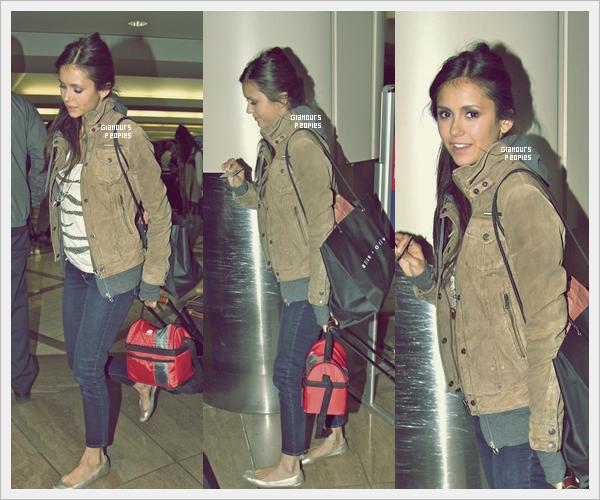 ᅠ 08 Juillet 2012 : Nina Dobrev à l'aéroport LAX de Los Angeles direction Atlanta pour le tournage de la série ᅠ