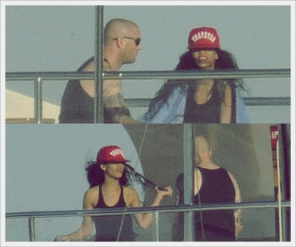 ᅠ 14 Juillet 2012 : Robyn Rihanna Fenty arrive en Sardaigne puis sur un bateau en Italie ᅠ