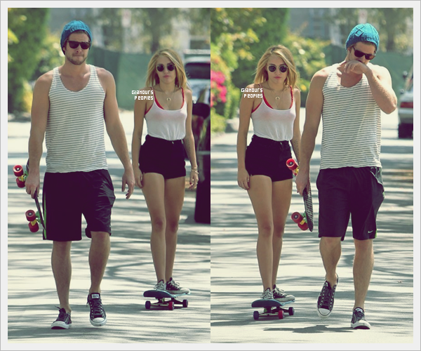 ᅠ 15 Juillet 2012 : Miley Cyrus fait du skateboard avec son fiancé Liam Hemsworth à Los Angeles ᅠ