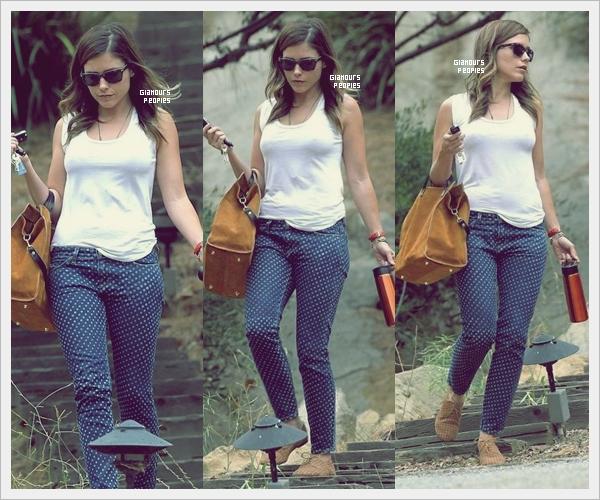 ᅠ 18 Juillet 2012 : Sophia Bush quittant la maison d'un(e) ami(e) à Topanga Canyon dans Los Angeles  ᅠ