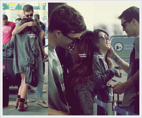 ᅠ 13 Juillet 2012 : Shenae Grimes et son petit ami Josh Beech à l'aéroport de Vancouverᅠ