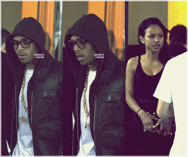 ᅠ 22 Juillet 2012 : Chris Brown arrive à l'aéroport de Nice avec sa petite amie Karrueche Tran et ses ami(e)s ᅠ