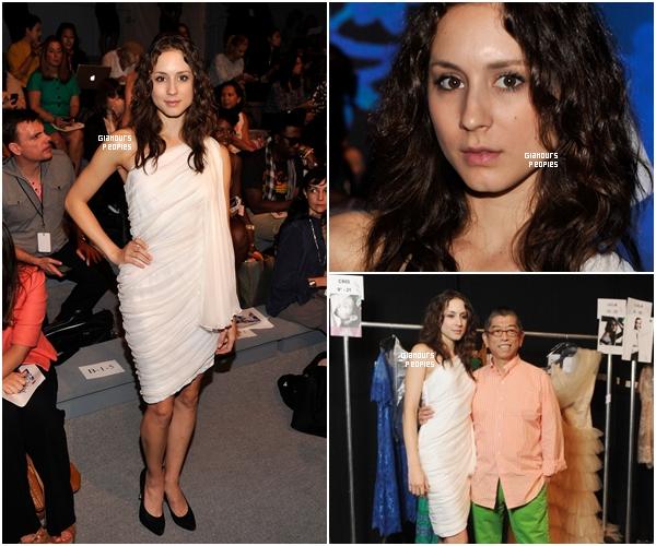 ᅠ 06 Septembre 2012 : Troian Bellisario au défilé de Tadashi Shoji lors de la Fashion Week à New York ᅠ