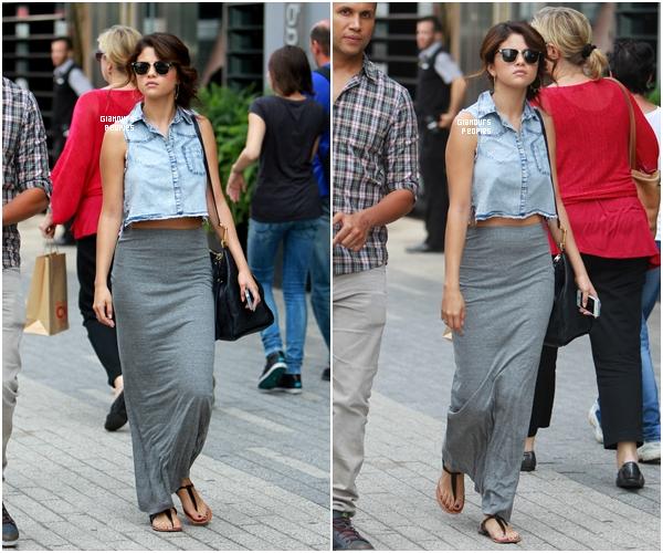 ᅠ 07 Septembre 2012 : Selena Gomez se promener seul dans Toronto ᅠ