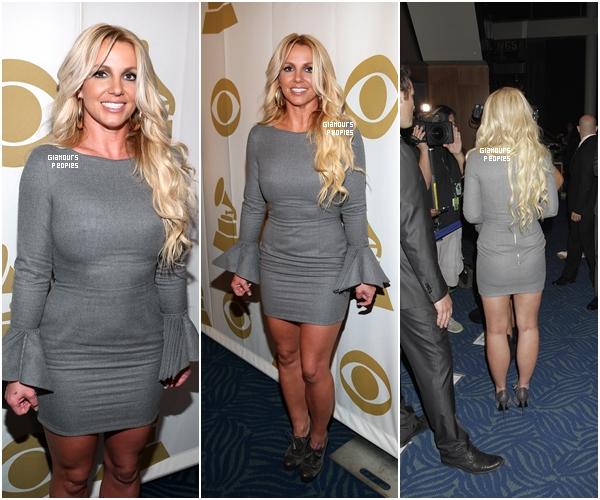 ᅠ 11 Octobre 2012 : Britney Spears à rendu hommage à  Whitney Houston lors d'une soirée Grammy en sa mémoire ᅠ