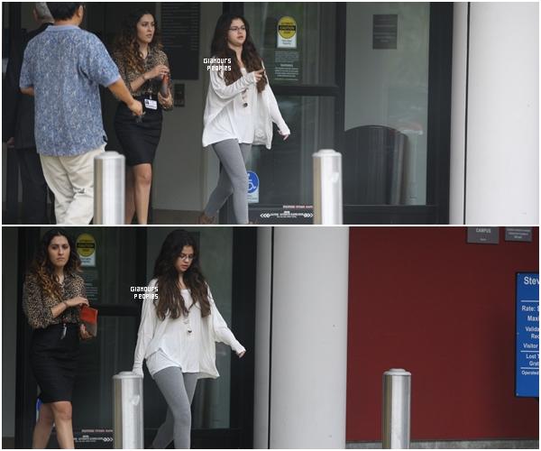 ᅠ 19 Octobre 2012 : Selena Gomez s'est rendu à l'aéroport LAX de Los Angeles ᅠ