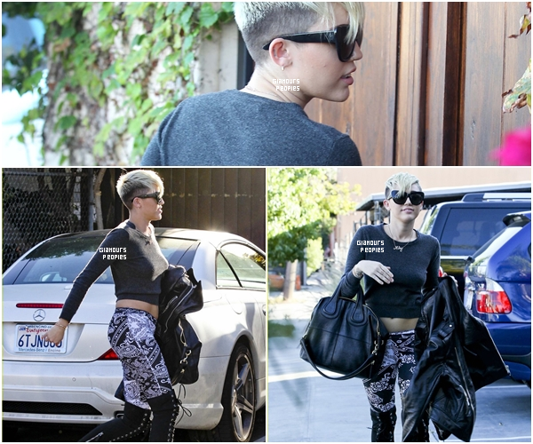 ᅠ 26 Octobre 2012 : Miley Cyrus quittant un studio d'enregistrement dans Burbank ᅠ