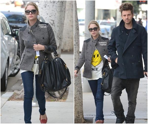 ᅠ 10 Novembre 2012 : Ashley Benson au restaurant Taste avec son petit ami Ryan Good ᅠ