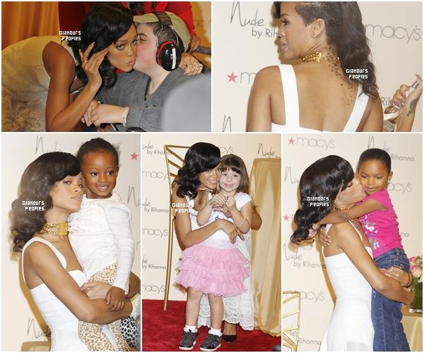 """ᅠ 01 Décembre 2012 : Rihanna pour la promotion de son nouveau parfum """"Nude"""" au magasin Macy's à Los Angeles ᅠ"""