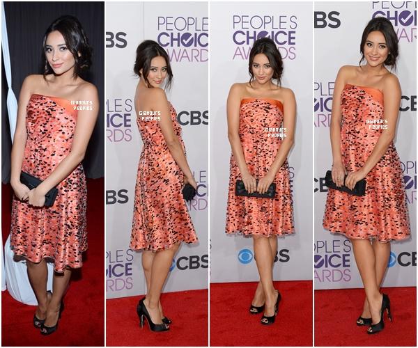 ᅠ 09 Janvier 2013 : Shay Mitchell s'est rendu à la célèbre cérémonie des People's Choice Awards ᅠ
