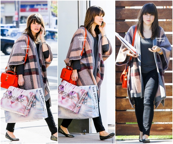 ᅠ 20 Février 2013 : Toujours dans la même journée, Sophia Bush s'est rendu a une séance shopping chez Topshop ᅠ