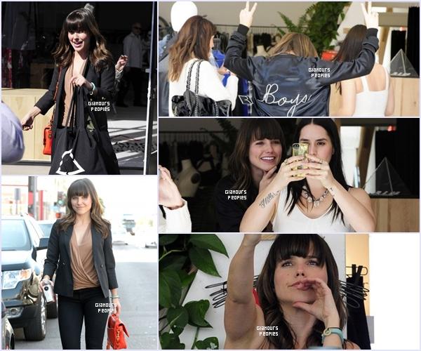 ᅠ 26 Février 2013 : Sophia Bush en séance shopping avec une amie ᅠ
