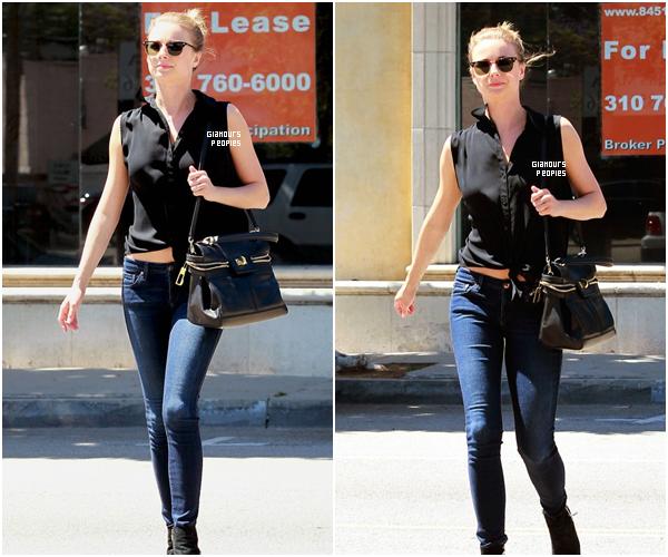 ᅠ 14 Mai 2013 : Emily VanCamp s'est rendu a un déjeuner  dans une tenu simple à Los Angeles ᅠ