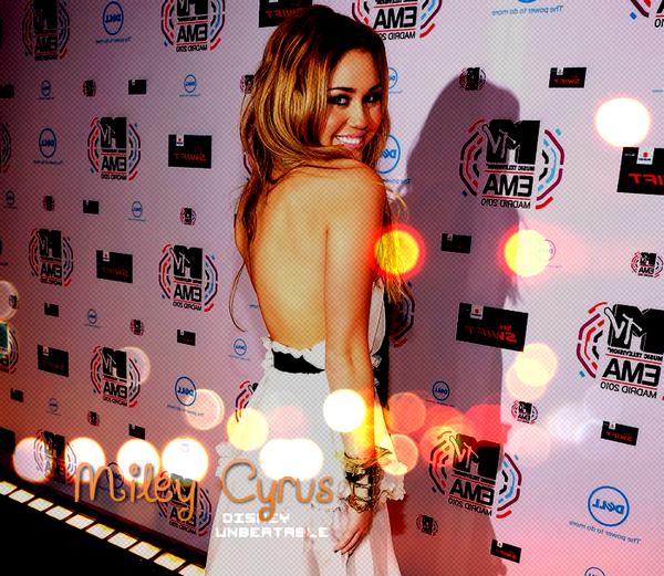 * * A C T U A L I T É :  Miley , GOOD or BAD girl ? * *