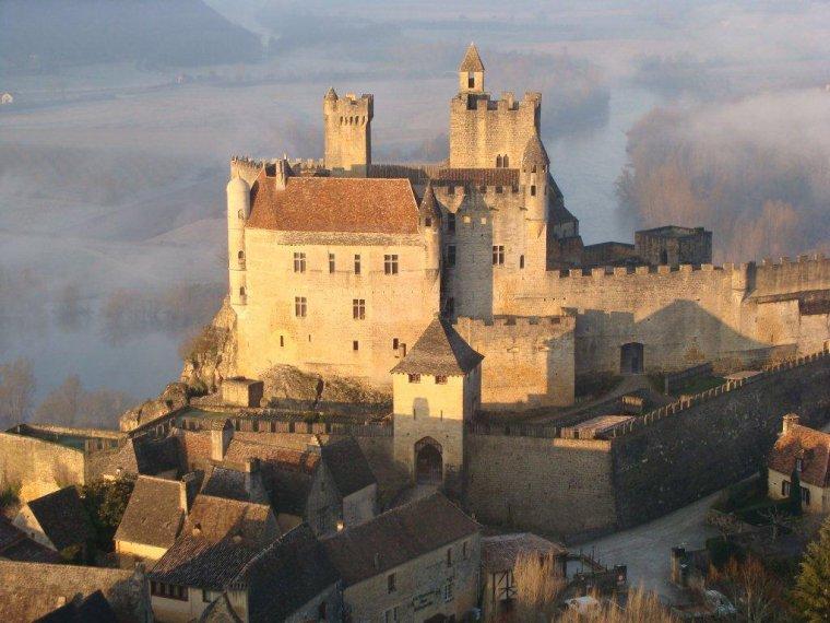Enquêtes et complots au coeur du Moyen Âge