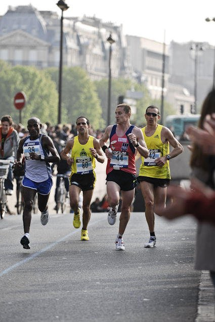 "COACHING SPORTIF: Levez la jambe ( article tiré du magazine ""Runner's World"" )"