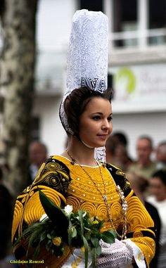 L'histoire de la plus célèbre coiffe bretonne ( la bigoudéne)