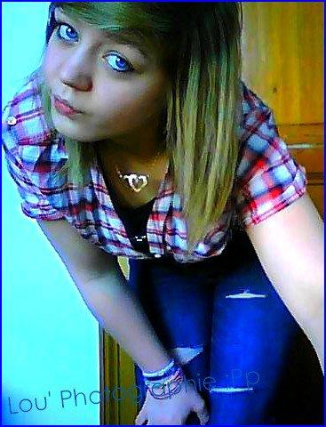 « Plaquer une fille, Et lui dire de ne pas pleurer, C'est comme couper un arbre, Et lui dire de ne pas tomber. :$ ♥ »