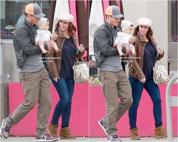 * 14/01/2015 : Jennifer a été vue avec sa fille Autumn et son mari Brian retrouvant des amis à Hollywood*