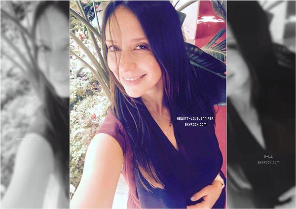 * 03/09/2015 : Jennifer a été repérée avec ses enfants et son mari se promenaient dans les quartiers de Los Angeles *