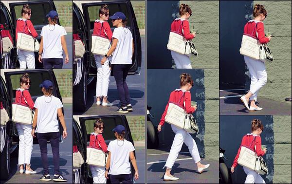 - ''•-30/05/19-' : Dakota Johnson arrivait sur les lieux du tournage du film « Covers », se déroulant à Hollywood. Annoncé en mai, Dakota partagera donc l'écran avec l'actrice Tracee Ellis Ross, un film qui sera réalisé par la canadienne Nisha Ganatra ! -