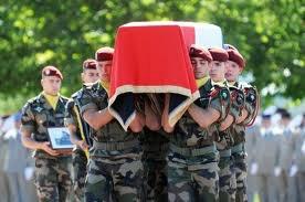 para commando enterrement de leur camarade