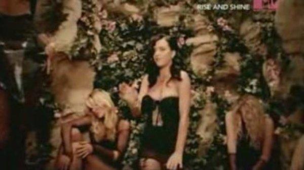 "1. Single ""I Kissed A Girl"" 01.08.2008"