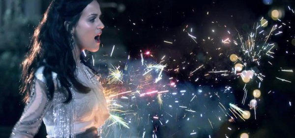 "3. Singles ""Firework"" 28/10/2010"