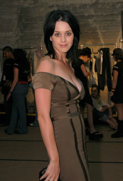 Katy Perry - MERCEDES-BENZ SHOWS LA FASHION WEEK SPRING 29/10/2003