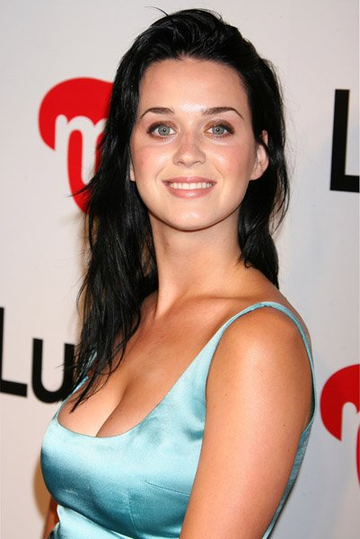 Katy Perry - LA SHOPPING GUIDE CELEBRATION