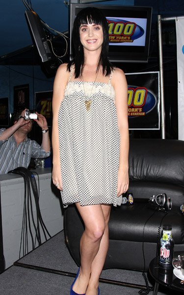 Katy Perry -  PERFORMANCE AT THE Z100 LOUNGE AT PLANET HOLLYWOOD
