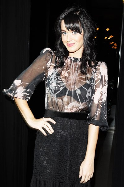 Katy Perry - D&G FASHION SHOW AT MILAN FASHION WEEK SPRING/SUMMER
