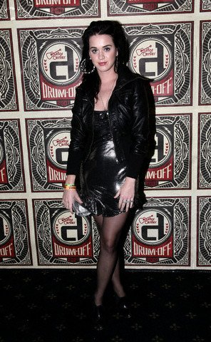 Katy Perry - GUITAR CENTER'S DRUM-OFF COMPETITION