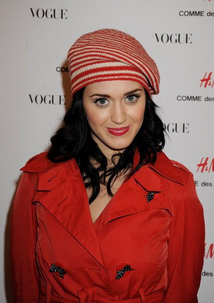 Katy Perry - H&M IN-STORE PARTY - ARRIVAL