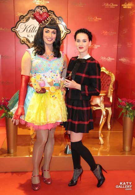 Katy Perry - LAUNCHES HER NEW FRAGRANCE KILLERQUEEN AT DOUGLAS PERFUME STORE IN BERLIN