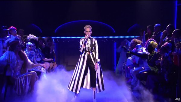 Katy Perry - SATURDAY NIGHT LIVE: SWISH SWISH