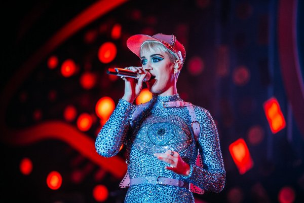 Katy Perry - Performs during Lularoe Vision 2017
