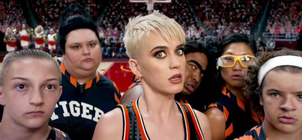 "Katy Perry - Clip ""swish swish"""