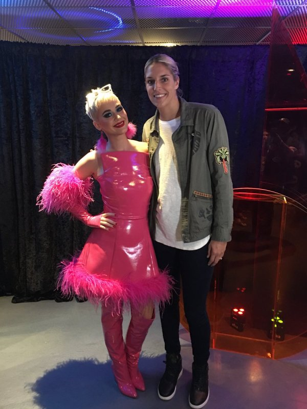 Katy Perry - RIAA Celébration Artiste Succes Trois Trophées 26/09/2017