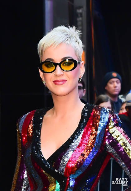 Katy Perry - GOOD MORNING AMERICA IDOL 04/10/2017