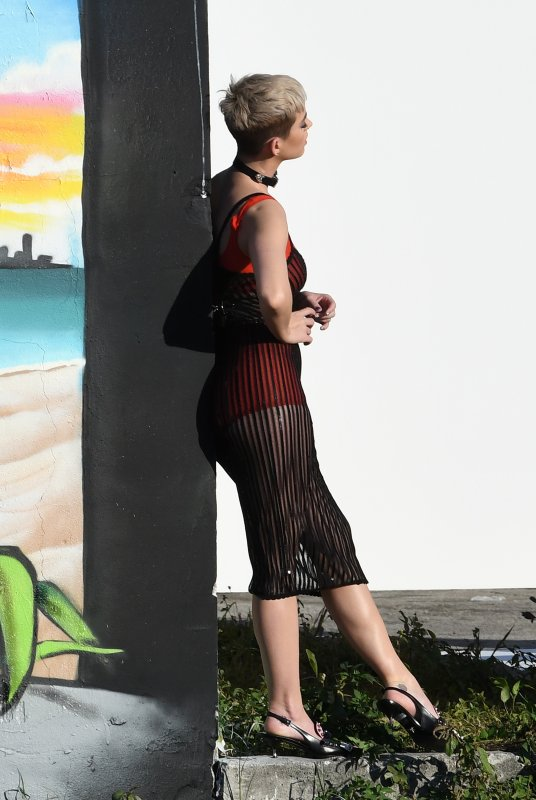 Katy Perry - PHOTOSHOOT IN MIAMI - 21/12/2017