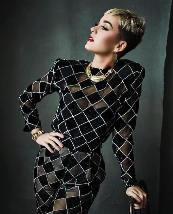 Katy Perry - PHOTOSHOOT