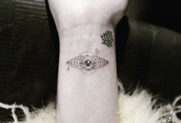 Katy Perry - Séance tatouage et manucure 💅 Photos : Tim Sekiguchi 19/08/2018.
