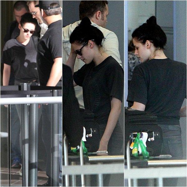 """(100)28/01/2012● Kristen vue à l'aéroport de LAX direction Paris La raison est encore indéfinie mais """"aparement"""" ce serai pour un photoshoot"""