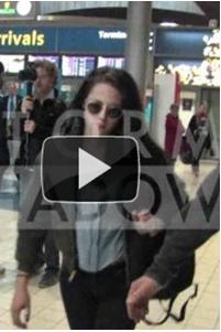 (136)29/02/2012● Voici donc Kristen arrivant à l'aéroport de Paris, puis allant à son hôtel Le Meurice